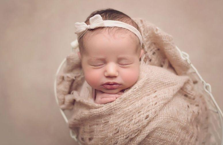 Verovatno ste već čuli da sve što novorođene bebe umeju jeste da - jedu, plaču, kake i spavaju. Zvuči vrlo jednostavno, zar ne? Ali neki se neće složiti s ovom izjavom. Pročitajte zašto